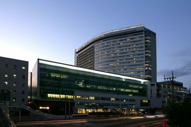 Severance Hospital building3 768x511 - Госпиталь «Менджи»