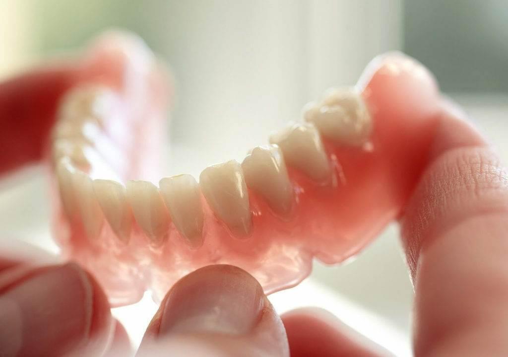 zubnye protezy 1024x719 - Сменная челюсть