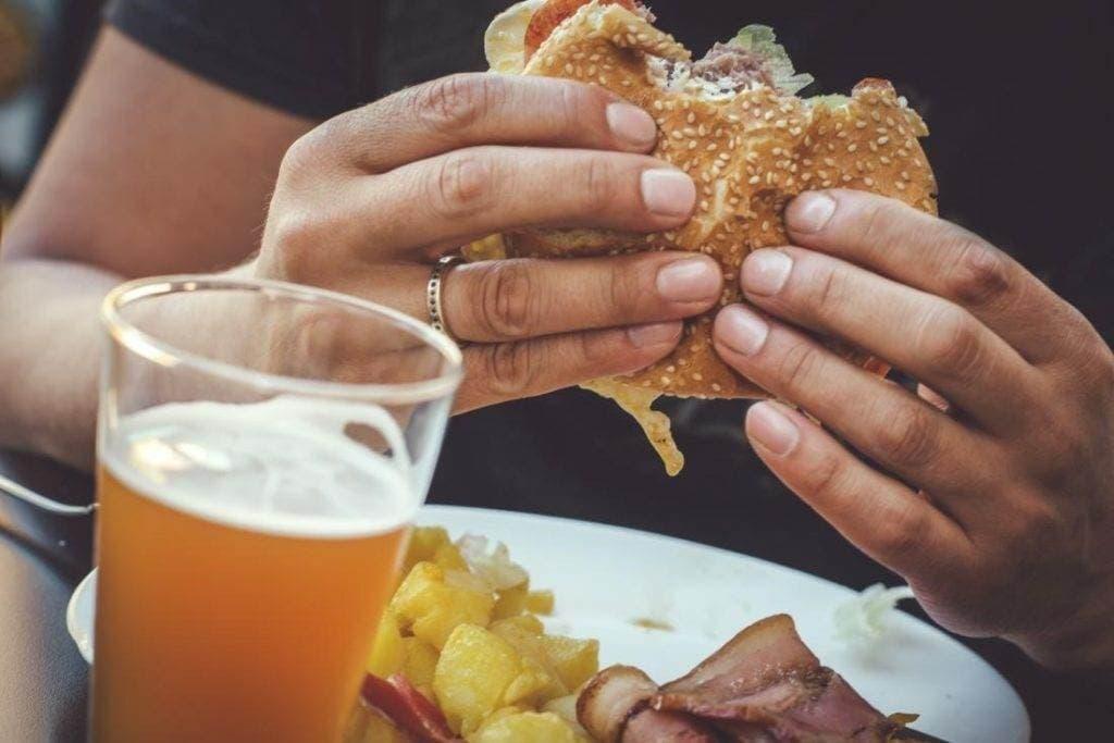 svyaz mezhdu edoy 1024x683 - Что нужно знать о связи между тем, что мы едим и онкологией