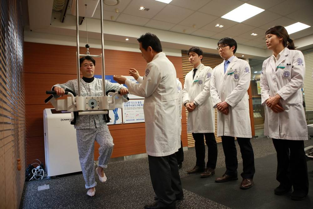 dvigatelnaya akupunkturamsat oborudovanie - Лечение позвоночника в Южной Корее