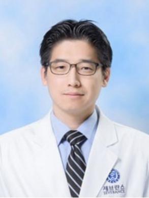 Профессор Ким Джун Вон