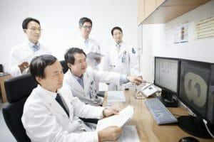 ISH Staff03 300x200 - Видео-консультации с ведущими профессорами госпиталя Северанс