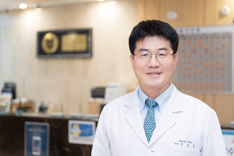 Jun Kang Chzhun glava kliniki glav nejrohirurg - Резекция симпатического нерва в Корее